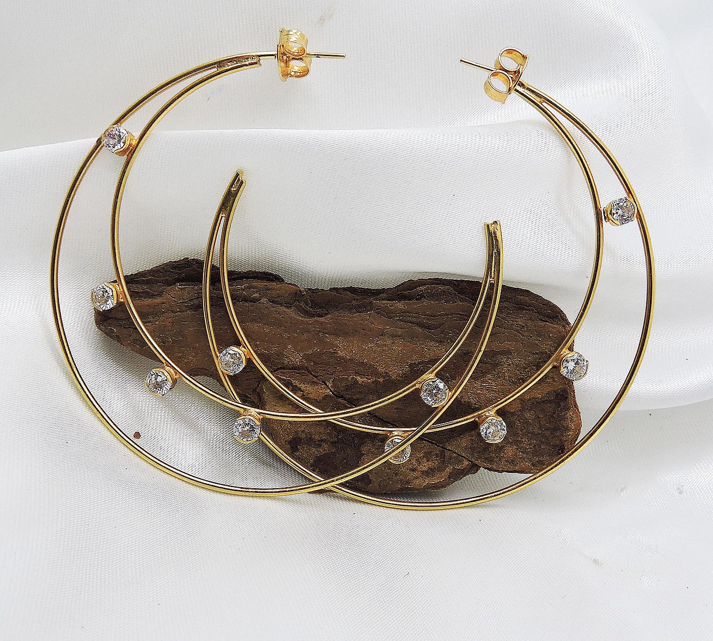 Argola dupla com pedras de zircônia folheado a ouro 18k