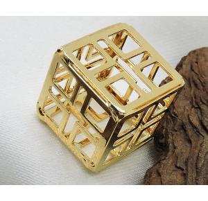 Pingente cubo folheado a ouro 18k