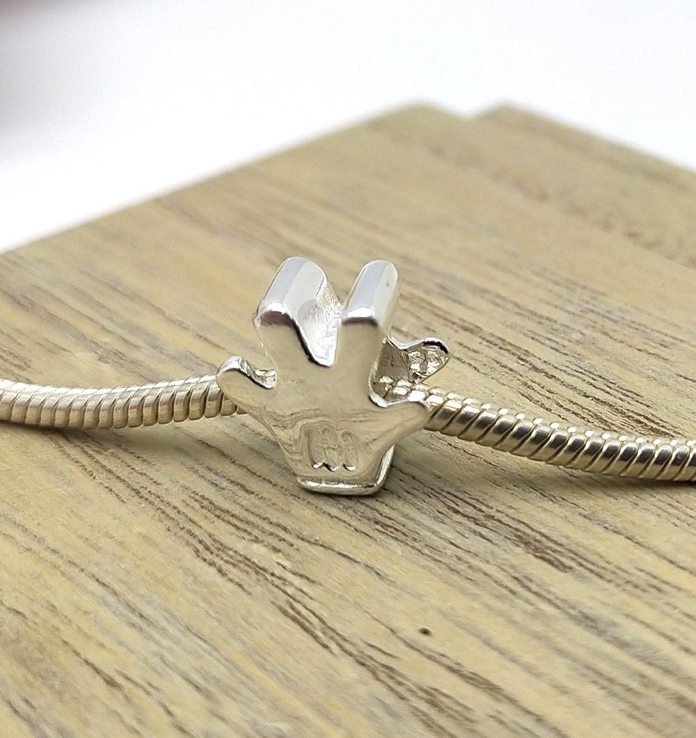 Berloque luva mickey mouse em prata 925