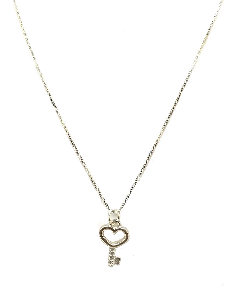 Colar com pingente chave de coraçao em prata 925