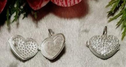 Pingente Relicário Coração em Prata 925 Cravejado com Pedras de Zircônia