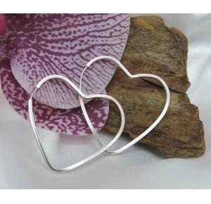 Argola G coração em prata 925